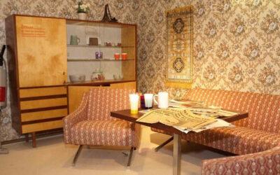 """Carta da parati: vecchio retaggio della """"casa della nonna"""" o elemento di design moderno e attuale?"""